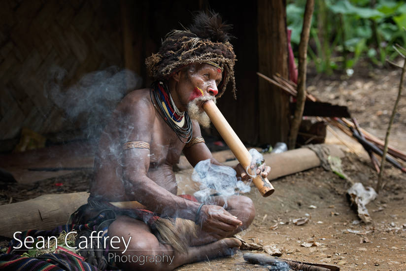 Huli wigman smoking pipe.